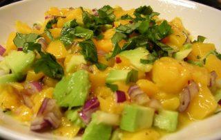 ensalada pollo mango y aguacate