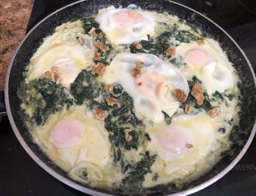 Huevos con Espinacas a la crema de Gorgonzola